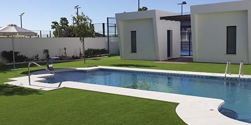césped artificial parques piscinas