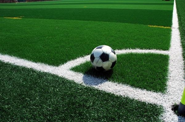 campo-de-futbol-con-cesped-artificial